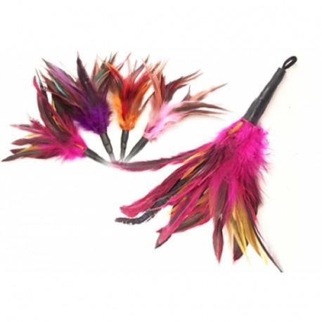 Purrs Rooster Fluffer - bunter Federanhänger für ängstliche Katzen